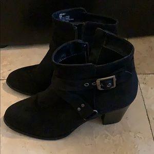 Shoes - Low heel suede boot